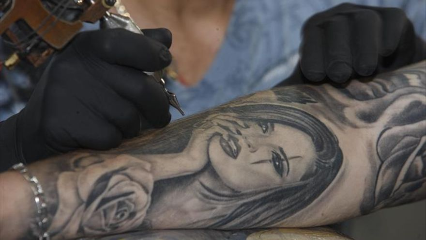 Los riesgos del tatuaje