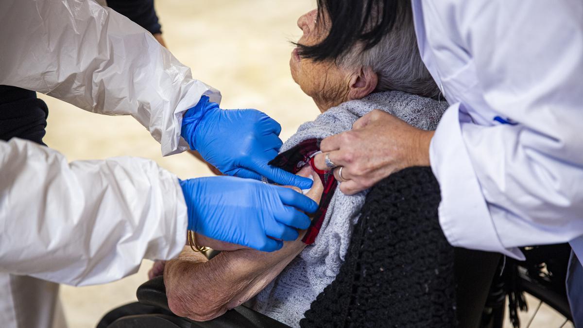 Vacunación en una residencia de ancianos de la provincia de Alicante.