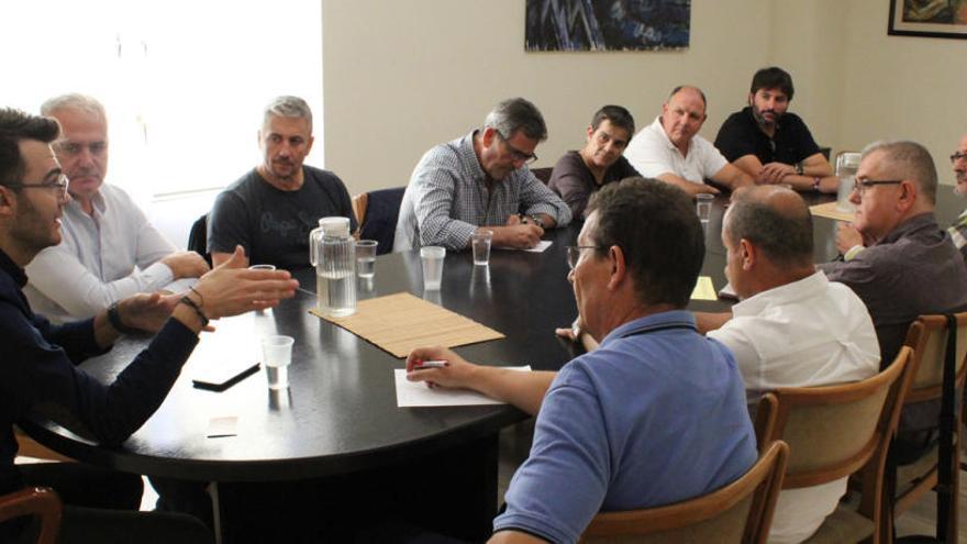 El alcalde de Novelda apoya las peticiones de los trabajadores del mármol