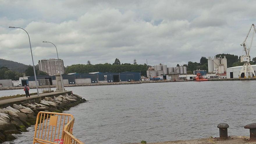 El dragado del Puerto de Vilagarcía alerta a cofradías y ecologistas