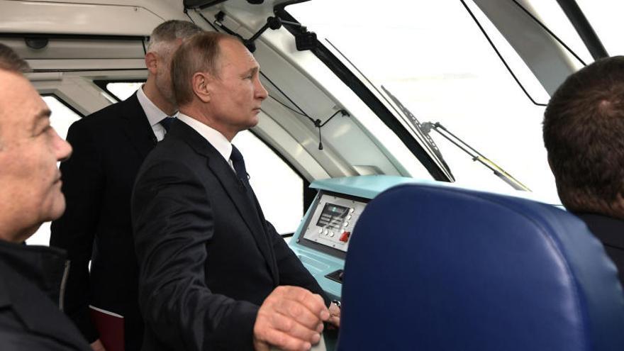 Putin inaugura el tren entre Rusia y la península de Crimea
