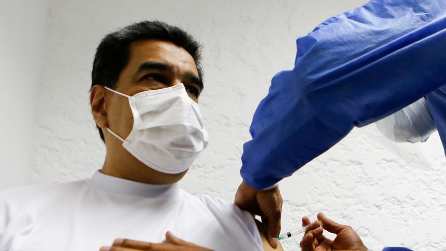 Maduro recibe la vacuna rusa