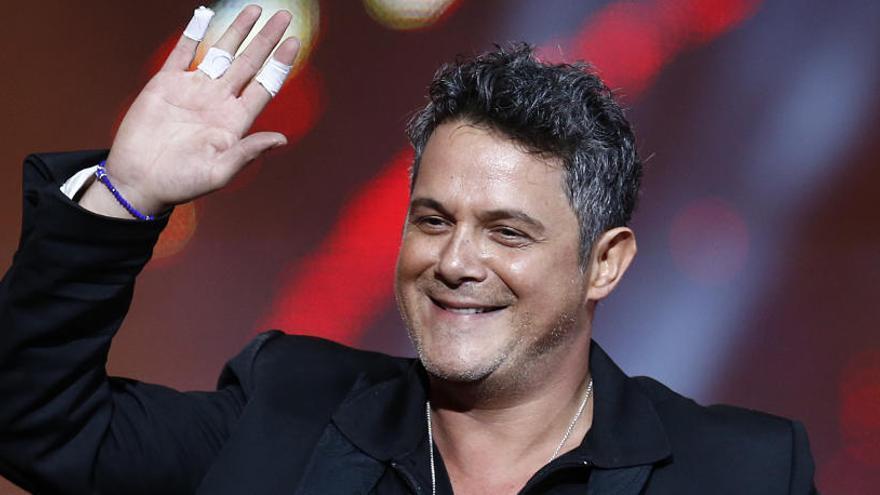 Luis Fonsi, Bisbal o Juanes rendirán homenaje a Alejandro Sanz en los Grammy Latino