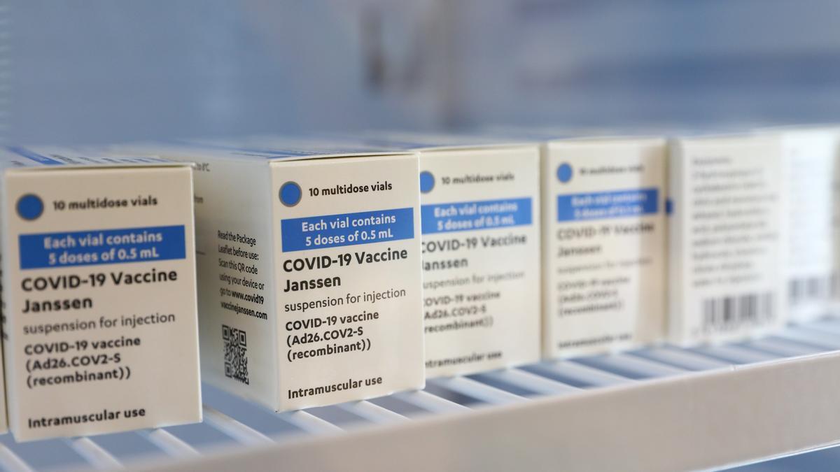 Varias cajas con dosis de vacunas de Janssen.