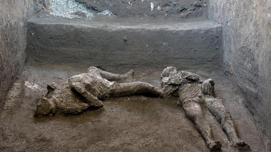 Un equipo de arqueólogos encuentra y reconstruye en Pompeya dos cuerpos con sus ropas