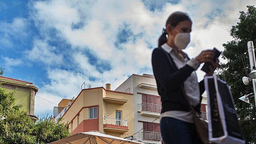 Canarias registra 100 casos nuevos de Covid-19, 81 en Tenerife
