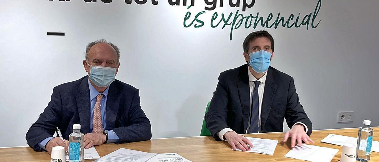 Santiago Salvador y Juan Gallur firman la renovación del convenio. | ASIVALCO