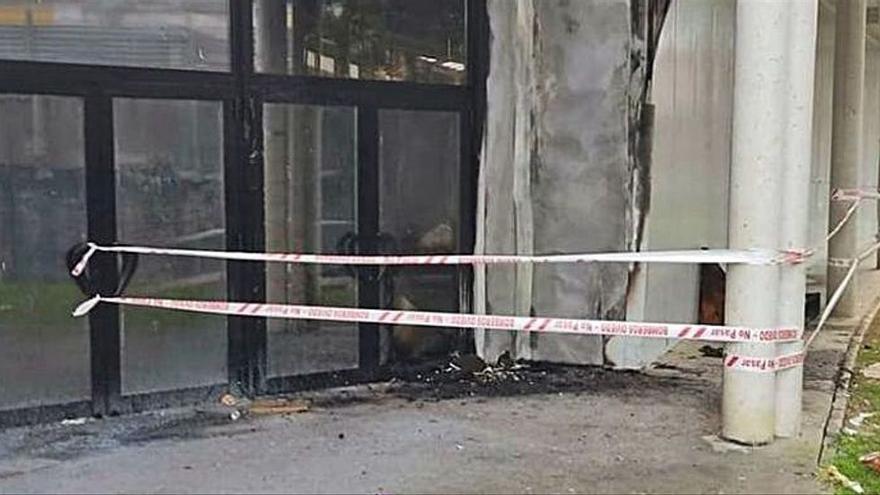 Un fuego en el mercado de La Corredoria aviva el clamor para que abra al público