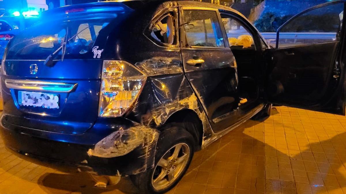 Estado en que quedó el vehículo volcado en la Avenida Marítima