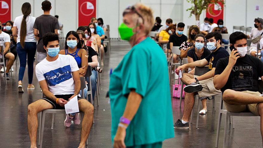 Sanidad vacunará sin cita desde el martes y cerrará en octubre los «vacunódromos»