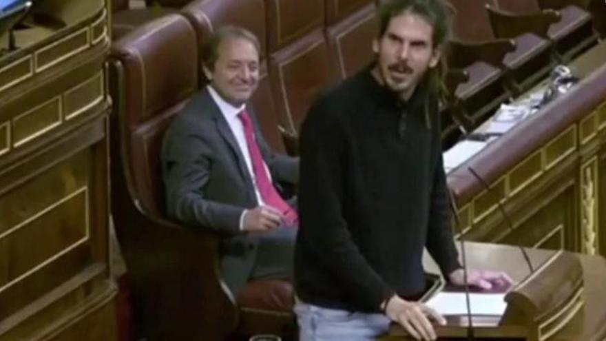 Intercambio de halagos entre un diputado de Podemos y otro del PP en el Congreso