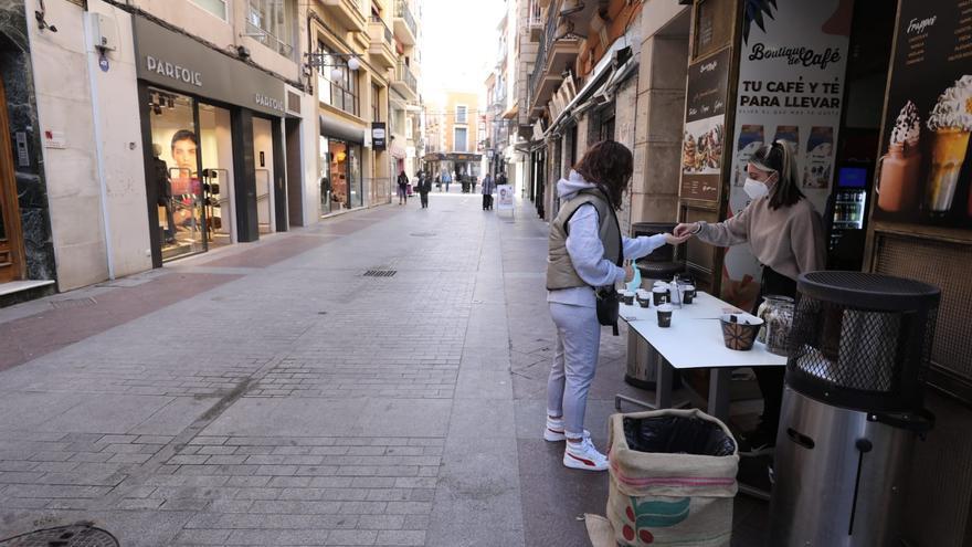 Día 1 con la hostelería cerrada en Elche: desayunos y comidas para llevar ante la imposición de Puig