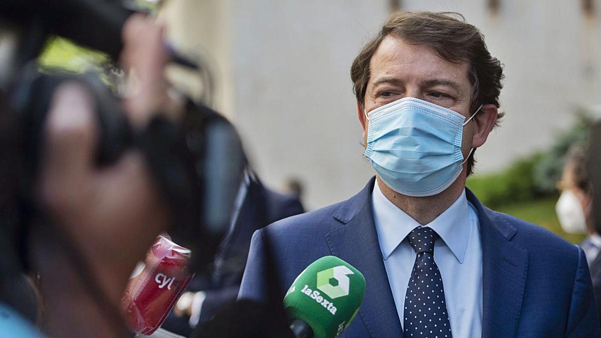El Presidente de la Junta, Alfonso Fernández Mañueco, ante los medios, ayer.   Europa Press