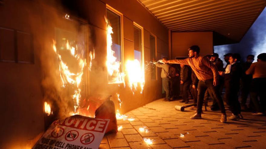 Centenares de manifestantes asaltan la Embajada de EEUU en Bagdad