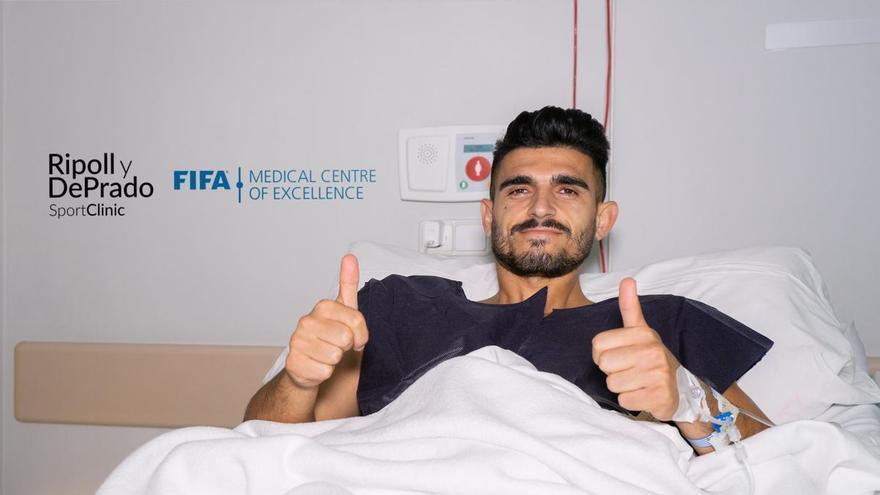 Sandro Toscano es operado con éxito por el doctor Ripoll y estará ocho meses de baja
