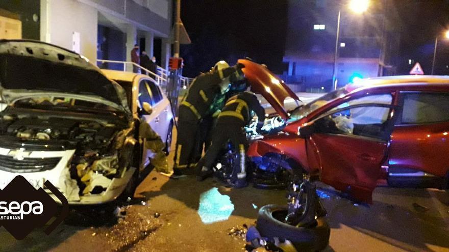 Dos personas resultan heridas tras un accidente de tráfico en la avenida de Alemania, en Avilés