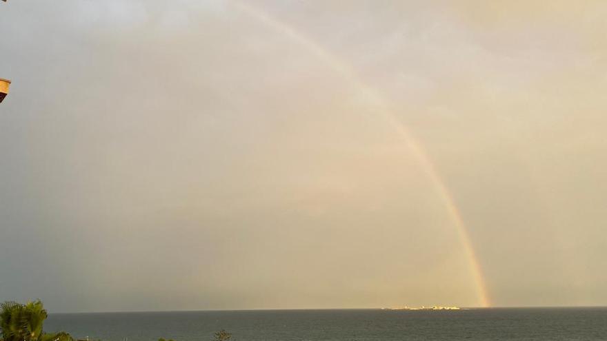 Un precioso arcoíris sobre la isla de Tabarca