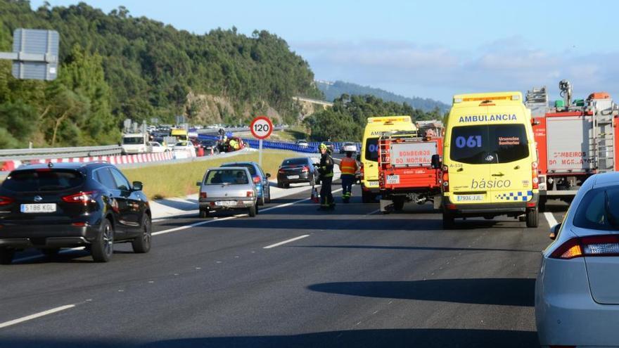 El  conductor que embistió otro coche en la autovía de O Morrazo, sin riesgo vital