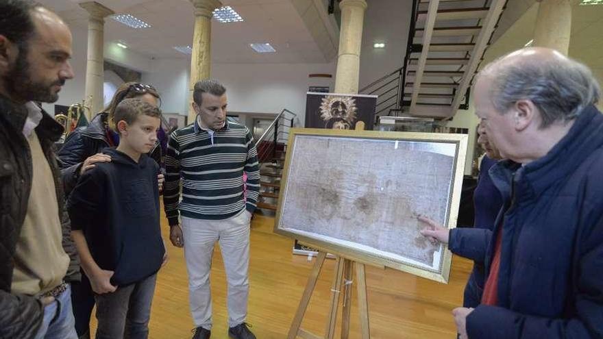El Museo de Avilés exhibe una réplica del Santo Sudario