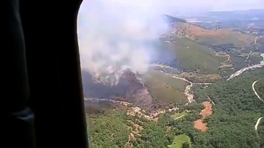 Declarado un incendio en Candeleda (Ávila) que afecta a una zona arbolada