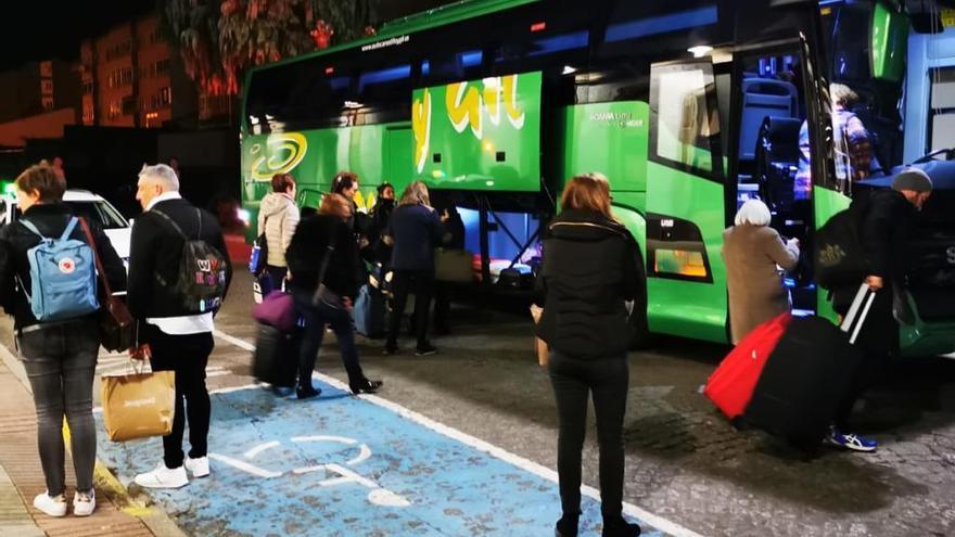 Pasajeros del tren-hotel que hace el trayecto Madrid-Vigo finalizan en bus su viaje