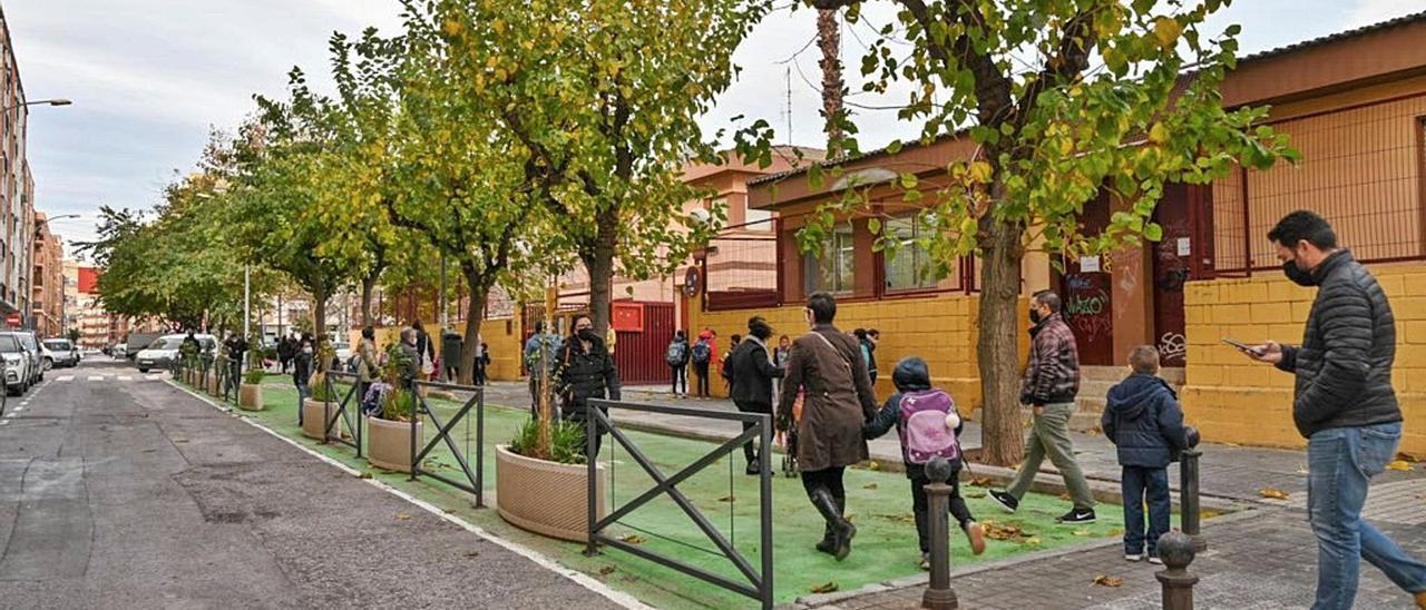 Entrada de alumnos al CEIP Carles Salvador de Benimaclet, en València. | A. D. V.