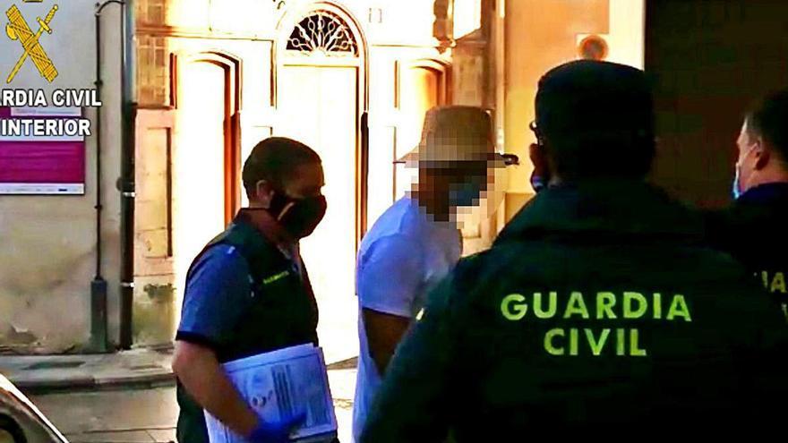 El juez del caso Gao Ping pide sentar en el banquillo a Nacho Vidal y a 104 acusados más
