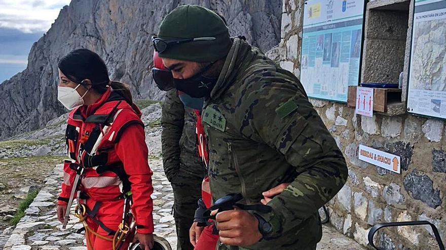 Un militar herido se pasa cuatro días en el refugio del Urriellu por la niebla