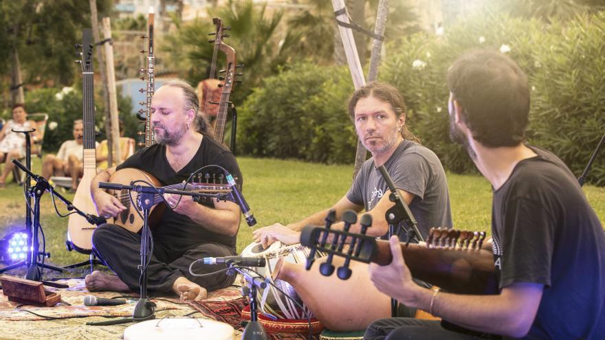El trío musical 3.14 reaviva la tradición en sus conciertos de La Mar de Cultures en Castellón