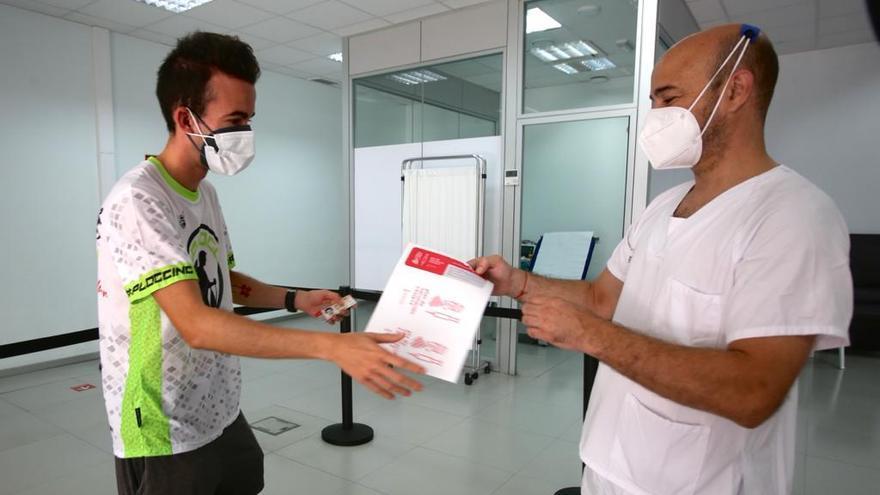 Arranca la vacunación de los veinteañeros de la provincia de Alicante