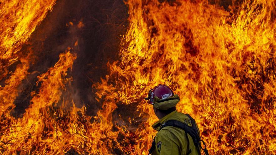 California sufre el segundo mayor incendio de su historia