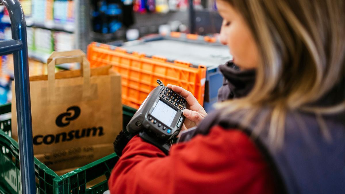 La cadena de supermercados Consum amplía el servicio de compra desde casa