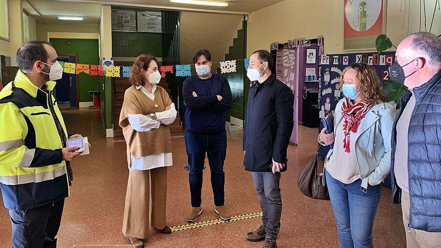 Siero entrega medidores de CO2 al colegio de Lieres