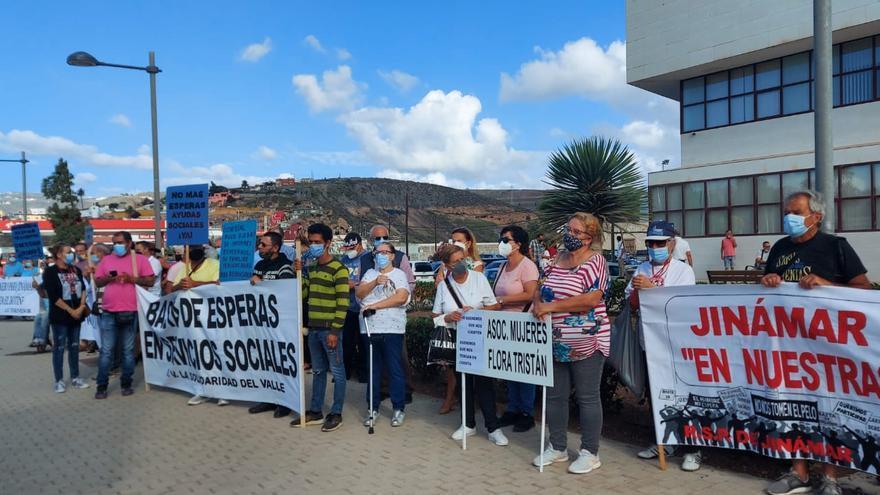 Protesta de los vecinos de Jinámar ante el Ayuntamiento de Telde