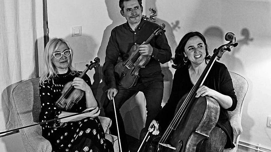 El Trio Orlina es deixa seduir per la força de Bach en un concert a Figueres