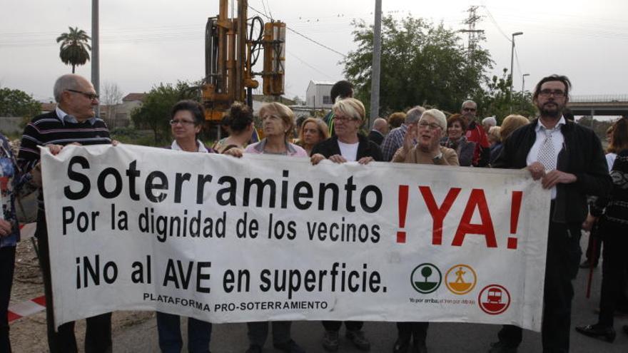 El PSOE quiere conceder la medalla de oro a la Plataforma Pro-Soterramiento