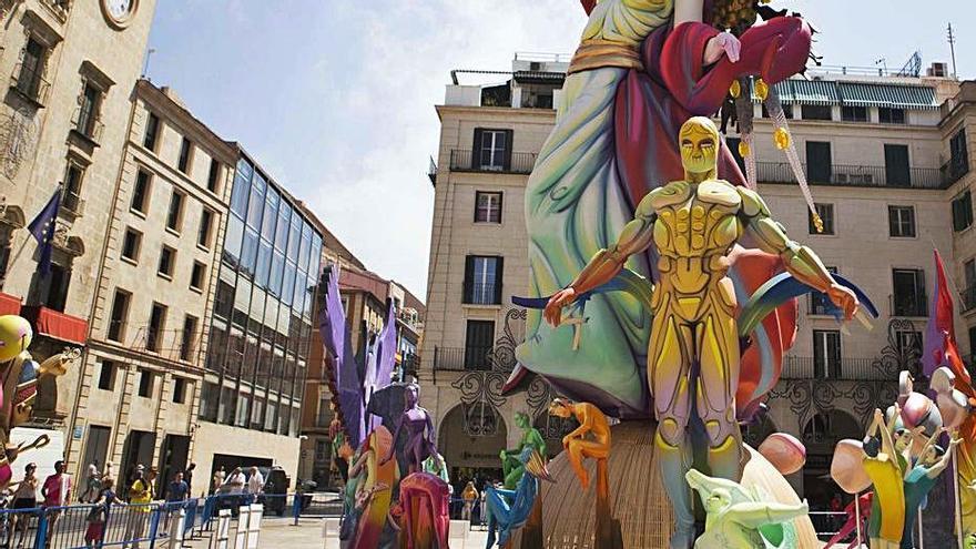 Alicante homenajea a Les Fogueres con una calle tras 92 años de historia