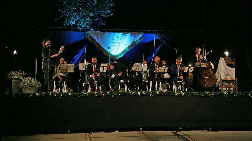Sant Vicenç viu unes Gitanes sense ball però n'escolta amb emoció el repertori musical