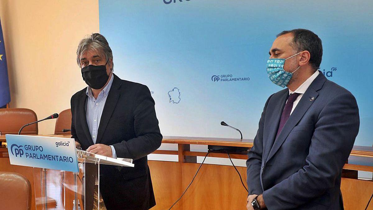 Pedro Puy, a la izquierda, y Julio García Comesaña, ayer.