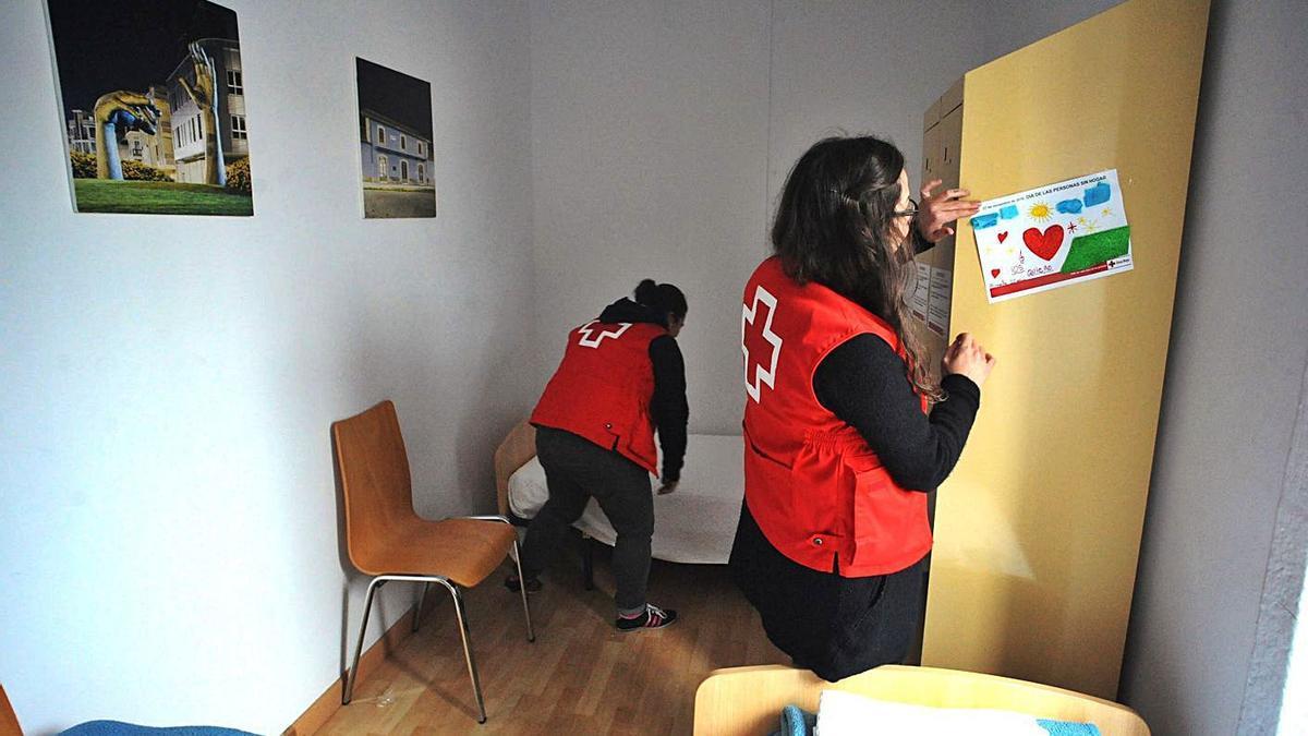 Imagen de archivo del interior del albergue de transeúntes de Cruz Roja en Vilagarcía. |   // IÑAKI ABELLA