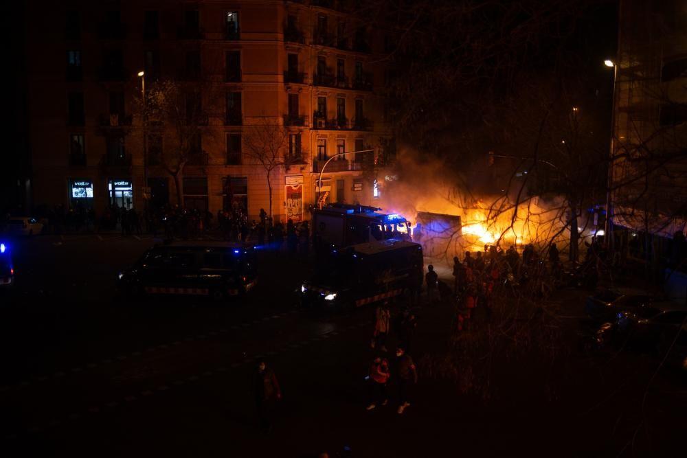 Tercera nit d'aldarulls a Barcelona