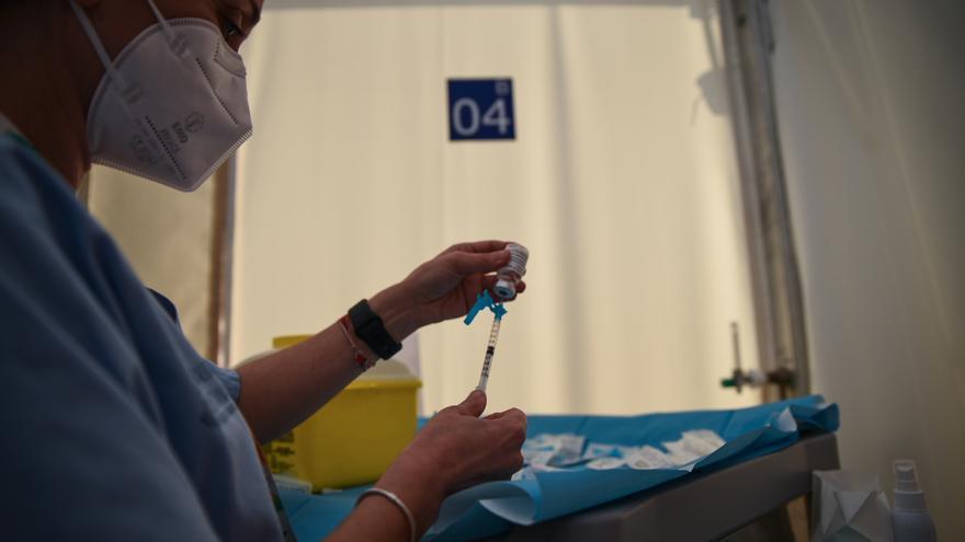 Sanitat ya paga extras a enfermería para agilizar el plan de vacunación