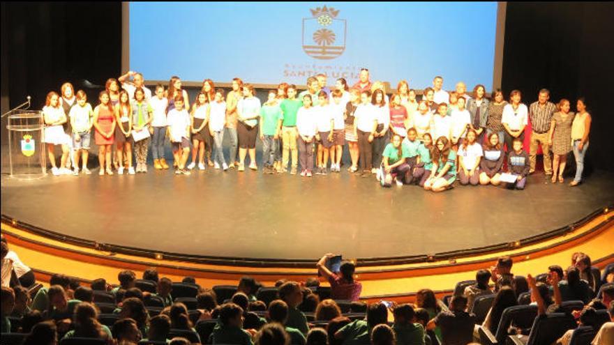 Santa Lucía premia a 36 alumnos de Primaria