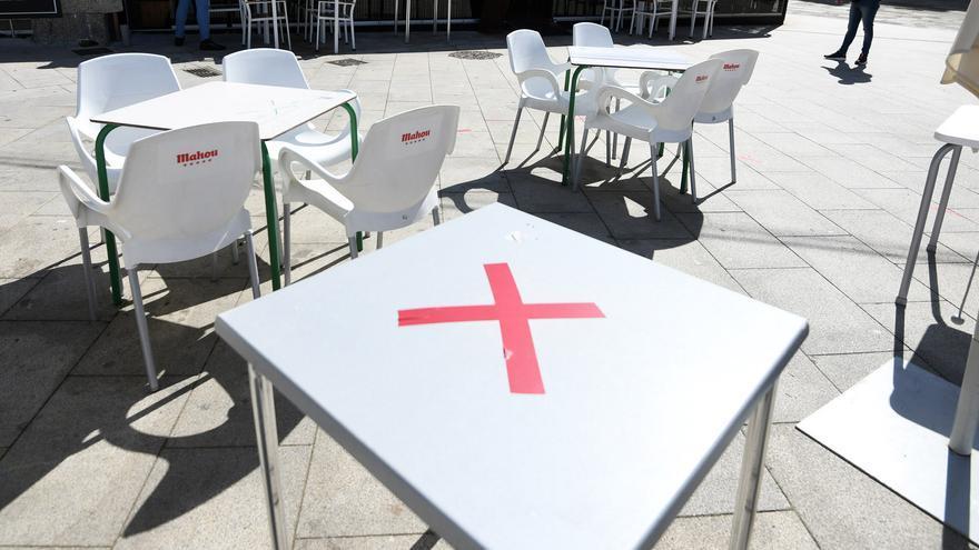 """""""Quédate tranquila y te invito a la Coca-Cola"""", la respuesta a un exceso de aforo en una terraza de Sanxenxo"""