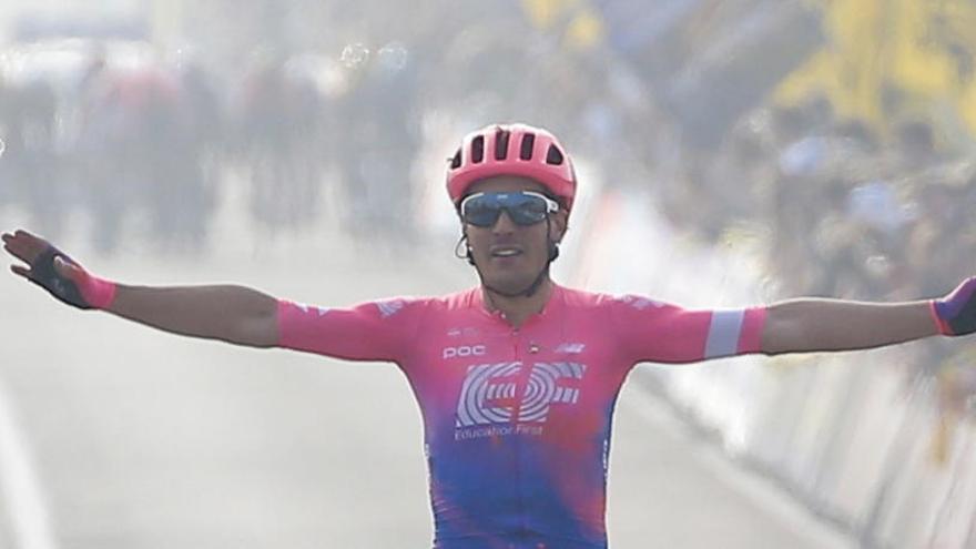 El italiano Alberto Bettiol da la sorpresa en el Tour de Flandes
