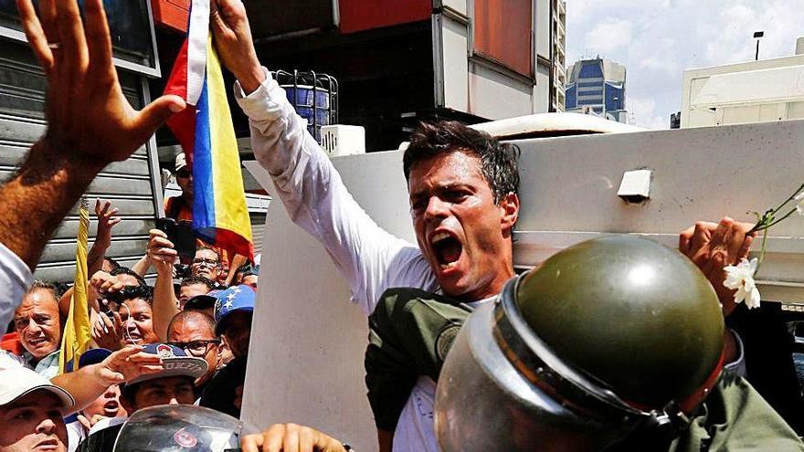 Leopoldo López es retroba  amb la seva família a Madrid