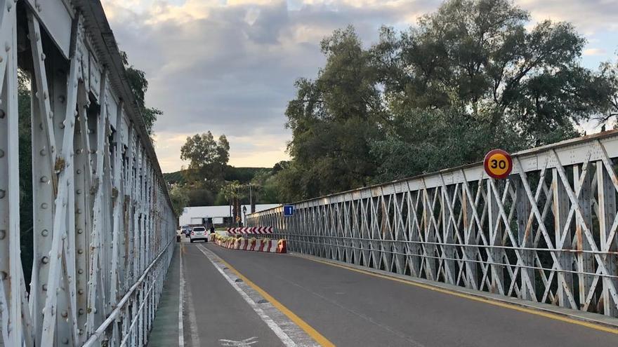 La Junta reparará de emergencia el puente de hierro en Palma del Río