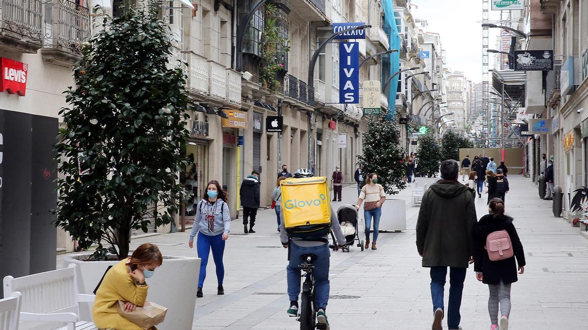 Gente paseando por la calle Príncipe (archivo)
