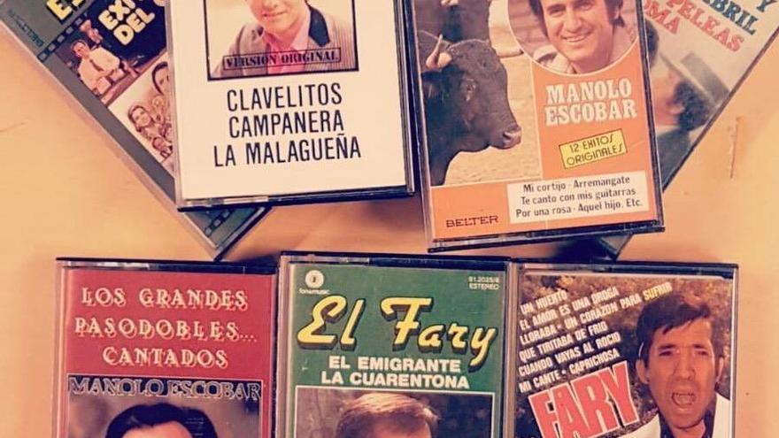 La biblioteca de la Sagrada Familia recibe un curioso donativo de 'cassettes' de Joselito, Escobar y El Fary