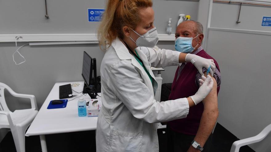 El Sergas prevé empezar a vacunar contra el COVID a menores de 59 la próxima semana